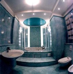 Натяжные потолки в ванную комнату